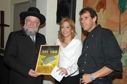 רב המכר תפילת נשים קיבל את ספר הזהב.